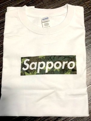 Sapporo Tシャツ(白ボディー x 迷彩バック)