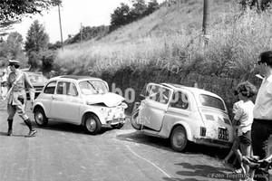 1965年撮影 フィアットチンクエチェント FIAT 500 事故【402196501】