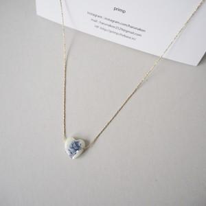 青薔薇のネックレス
