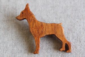木製ミニチュアピンシャーブローチ