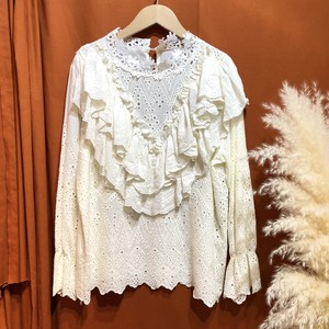 Cotton lace frill frill blouse  Color : Off white