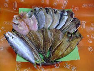 伊豆のひものセット4200円(カゴ代サービス、税込)