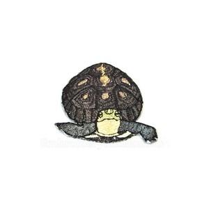 迫りくるセマルハコガメ 刺繍ワッペン 絶滅危惧種 特別天然記念物