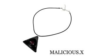 eye necklace / magenta