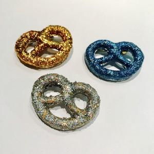 glitter pretzel pin