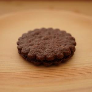 チョコレートクッキーサンド