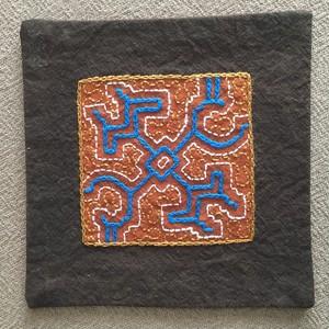 コースター 15x15cm 泥染め刺繍 裏加工 シピボ族の泥染め ポットマット