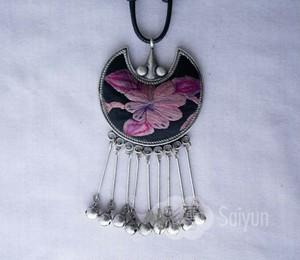 ミャオ族の刺繍と銀細工のミャオ銀ネックレス
