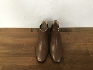 """_Fot """" heel boots square """" Taupe"""