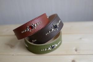 中型犬用のスタッズの付いた革の首輪(赤・緑・ブラウングレー)