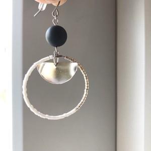 "cocoiro ""hoop×silver plate"" ピアス white×silver"