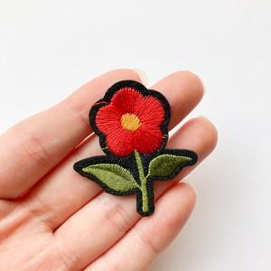 赤いお花のワッペン