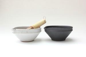加藤智也さんのすり鉢・JUJU4寸+すりこぎセット(鉄黒・藁白・藁灰)