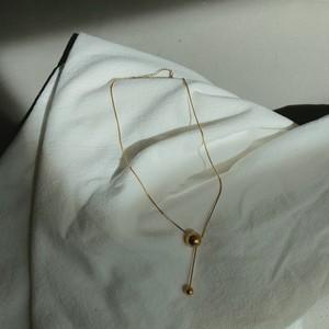 Unbalance ball necklace/gold