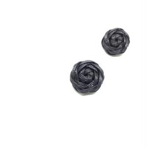 花結びボタンのイヤリング
