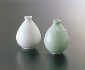 No.79,No.80【井上萬二窯作】笹彫文徳利(白磁、青白磁)
