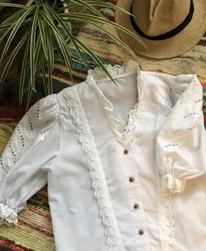 blouse / frill collar