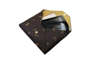 Atelier Kyoto Nishijin/お茶目な猫が可愛いすぎる・西陣織シルク・和風クラッチ・B5サイズタブレット対応・黒茶(くろちゃ)・日本製