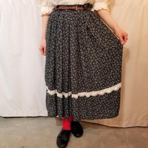 Flower pattern tuck skirt [G-763]