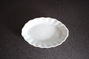 土井善男|乳白釉楕円輪花小皿