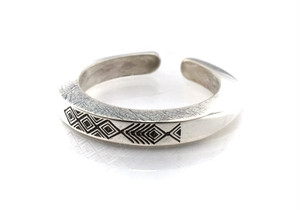 Ax b-rogo engraving fish Ring