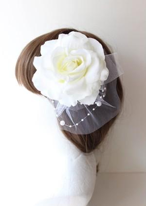 バラとチュールとパールの髪飾り