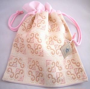 カマクラフト手刺繍巾着(大)ピンク地大柄