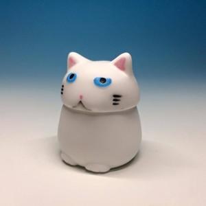 にゃんポッド白猫ver.【ネコ型サイコロケース】