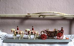 イギリス エリザベス女王 儀式用ランドー型馬車 フィギア