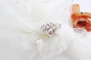 淡水ケシ真珠のブーケ風シャワーブローチ