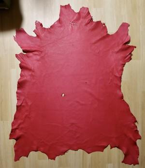 植物タンニン鞣し鹿革(赤色)