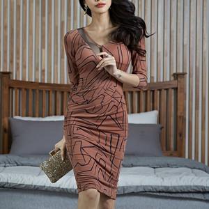 【dress】存在感アップ個性溢れるワンピース24999832