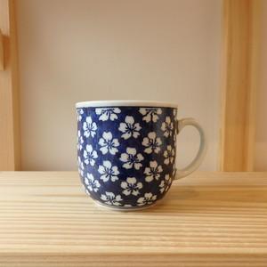 伊万里焼 是隆窯  マグカップ中  青ダミ
