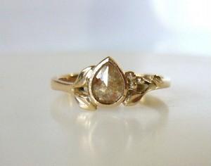 ナチュラルダイヤと14の指輪(ペアシェイプ)