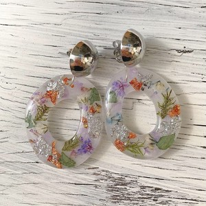 puddle flower hoop / white silver
