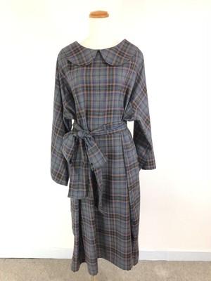 柔らかくて暖かい先染め生地で作ったシンプルで可愛い大人スタイル。 ビジネスシーンで着たい着心地抜群のグレー系チェック柄丸襟ワンピース。 一点もの コットン100% 西脇産 通勤 快適 長袖 ロング