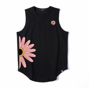 メンズおしゃれ花柄タンクトップ。インナーコーデにもおしゃれブラック/ホワイト2カラー