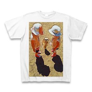少女と犬(ブリュッセルグリフォン)クルーネックTシャツ ホワイト