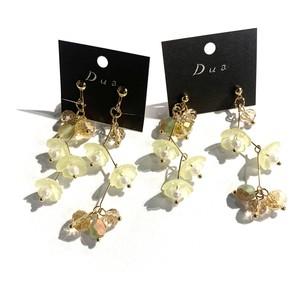 ジグザグ黄色花の〈ピアス/イヤリング〉