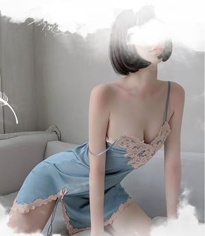 【キャミソール】トレーナー刺繍 深めVネック スリット入り 薄手 チャーム シースルー  フェミニン
