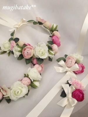 フラワーガールのバラの花冠