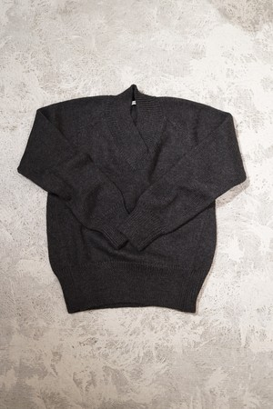 pelleq / V NECK WOOL TOP(CHARCOAL)