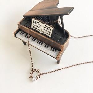 アンティークなピアノ弦の一粒パールふるふるプチネックレス Piano spring necklace with pearl