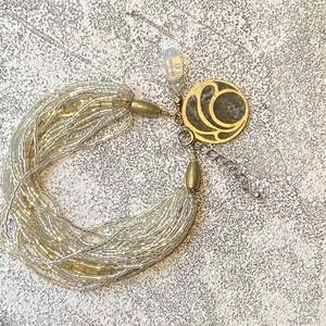 豪華 多重連!真鍮と天然石のチップインレイチャーム付きブレスレット