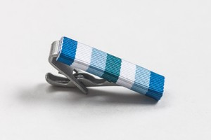 ミリタリーリボン ネクタイピン モデスト ストライプ Modesto Stripe Ribbon Tie Bar