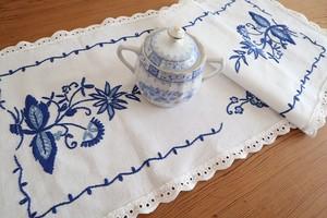 【陶器柄】ブルーオニオン 青糸手刺繍 テーブルセンター /未使用品 ヴィンテージ・ドイツ