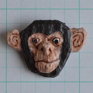 ブローチ チンパンジー B038