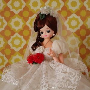 ウェディングドレスのゴージャスなポーズ人形 昭和レトロ
