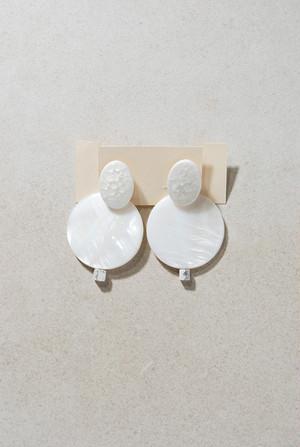 ピアス: 磁器&シェル&大理石 「バニラアイスラプソディ」