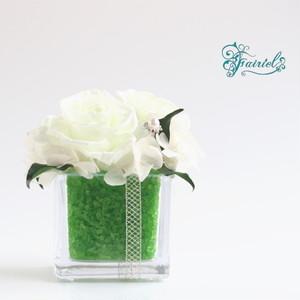 オリジナル花器と織りなすマリアージュ【クリスタルキューブ・エメラルド】